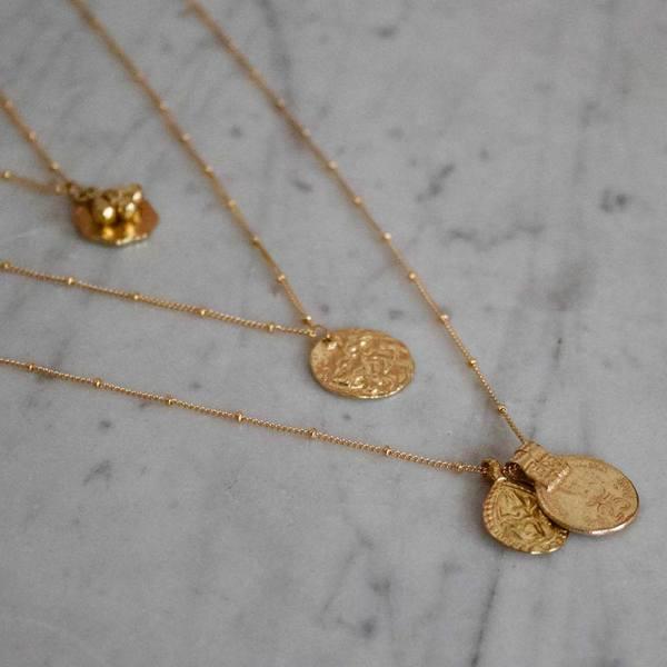 A la India Coin & Drop Necklace sfeerbeeld